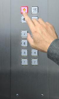 Xử lý tình huống khi gặp sự cố trong thang máy